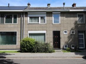 Dit huis heeft het allemaal: 3 slaapkamers, tuin, veranda, apart toilet, kelder en een schitterende ligging. Het Esdoornplein ligt aan het einde van e