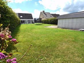 Deze verrassend ruime gezinswoning met grote tuin op 637m² is gelegen in een rustige wijk, vlakbij het centrum van Beernem. De bewoonbare oppervl
