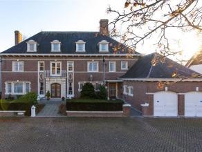 Kwalitatief hoogstaande villa met praktijkruimte op twee bouwpercelen van samen1460 m2. Deze villa gelegen in het centrum van Turnhout is een unieke e
