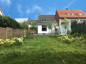 IN OPTIEGerenoveerd herenhuis in het centrum van Retie met mooi terras en tuin op ca. 437 m2.Klein beschrijf mogelijk.Indeling:Gelijkvloers:Inkomhal m