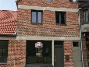 Gezellig gerenoveerde woning met drie slaapkamers op 224 m2.Indeling:Gelijkvloers:De gelijkvloers beschikt over één grote ruimte waar wo