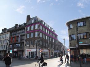 Zeer ruim appartement van ca. 140 m2, gelegen in het centrum van Turnhout met uitzicht op de Grote Markt.Indeling:Via de trap of lift kan u het appart