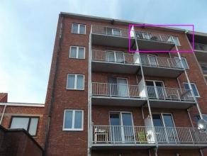 Volledig gerenoveerd tweeslaapkamer-appartement in het centrum van Turnhout op wandelafstand van de Grote Markt: Ruime inkomhal met vestiaire en gaste