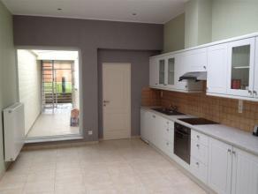 AANRADER. Uitzonderlijk mooi renovatieproject ideaal gelegen aan het station van Ninove. Deze prachtige woning telt maar liefst 5 slaapkamers en 3 bad