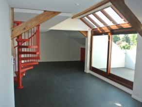 Dans un immeuble de trois appartements proche du centre de la Ville de Binche, duplex tout confort situé au deuxième étage et com