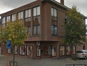 Zeer ruim appartement van 102 m² goed gelegen in Turnhout op wandelafstand van talloze winkels en handelspanden. Indeling: ruime inkomhal - apart