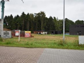 Ruime grond van 732 m² voor open bebouwing met achterliggend stukje bos. De woning die hier mag gebouwd worden dient voor ééngezins