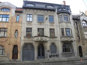 Ruim GLVL appartement met 2 slaapkamers in Art Deco gebouwPrachtig appartement van 100m² op het gelijkvloers van een schitterend Art Deco gebouw