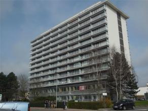 Ruim 2-slpk appartement met 2 terrassen en subliem uitzicht. Dit volledig gerenoveerd appartement is gelegen op de 9e verdieping (van 12). Heel veel l