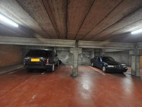 Gelegen nabij het gemeenteplein in volle centrum van Mortsel kan U deze ondergrondse staanplaats huren.<br /> <br /> De garages liggen onder een appar