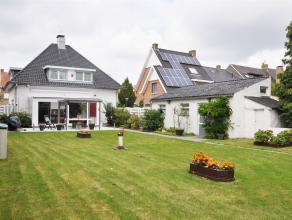 Mooie open bebouwing met grote tuin met vijver. Deze woning omvat een lichtrijke woon-en eetkamer met ruime veranda waar zich de open ingerichte keuke