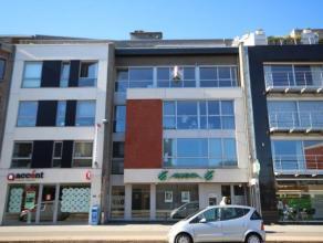 Dit appartement is gelegen in het centrum van Brasschaat en heeft de volgende indeling: een inkomhal, een apart gastentoilet, een ruime living (56m&su