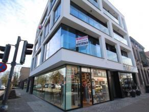 Een nieuwbouwappartement van circa 52m² pal in het centrum van Brasschaat. Het appartement bevindt zich op de eerste verdieping en is voorzien va