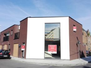 Prachtige halfopen nieuwbouwwoning met garage.De woning kan casco aangekocht worden, maar kan ook afgewerkt worden naar keuze van de klant. De omgevin