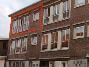 Dit appartement is gelegen op het 2de verdiep. De indeling is als volgt: Hal, keuken (vaatwas) met koele berging, living met zéér veel l