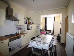 Deze woning gelegen in een multiculturele buurt, die in de swung van Dok-Noord bezig is aan een opwaardering, kan voor de koper een goede start of inv