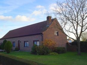 Deze karaktervolle, verzorgde bungalow zoekt nieuwe bewoner(s) met groene vingers. De indeling: Bij het betreden van de woning kom je in een grote ink