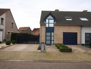 De woning is gelegen op slechts 5min van de E34, die een goede verbinding geeft naar zowel Antwerpen-Gent-Brugge. Deze HOB is gelegen in een rustige w