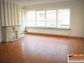 Situé dans un quartier agréable à proximité de l'avenue du Château, bel appartement de 95m² habitable au 1er &e