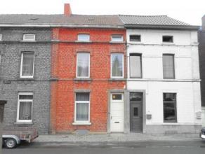 Bonne maison 2 façades en bon état général bien située à proximité immédiate de la gare et des