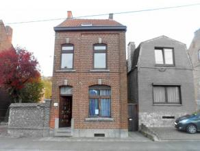 Bonne maison 4 façades en bon état général située ds une rue calme à proximité immédiate de la