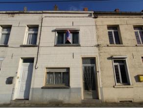 Maison deux facades proche du centre-ville comprenant un hall d'entrée, un séjour, une cuisine équipée, 2 chambres, un bur