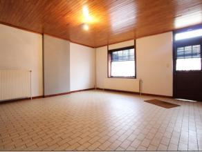 Au rez-de-chaussé d'un immeuble de coin : Appartement 1 chambre composé d'un séjour, d'une cuisine équipée, d'une c