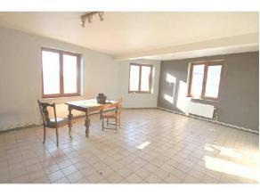 Grand appartement 2 chambres extrêmement bien situé à proximité des commerces,écoles et transports en communs .Il es