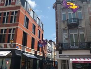 Winkelpand in het commerciële HART van Mechelen, zijstraat van BRUUL. Korting in eerste jaar huur: 12 maanden à 2.000 EUR/maand. Dit pand