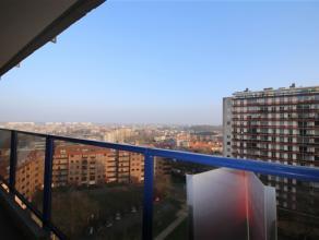 Ruim appartement met 2 slaapkamers + terras!! Het appartement is gelegen te Potvlietlaan in een groene omgeving, vlakbij scholen , winkels, openbaar v