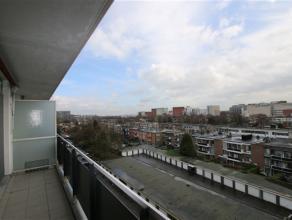 Licht en ruim appartement gelegen op de Fruithoflaan in Berchem! Dit ruim appartement op de zesde verdieping van een zeer goed onderhouden gebouw op d