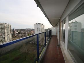 Appartement met mooi uitzicht op goede locatie Het appartement bevindt zich in een gebouw aan het einde van een doodlopende straat, vlakbij de invalsw
