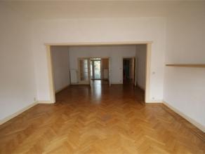 Zeer goed gelegen appartement (Pulhof) met tuin. Het appartement is gelegen op de gelijkvloerse verdieping. Het beschikt over een ruime en lichte livi