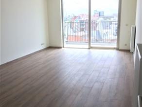 Nieuwbouw appartement met 2 slaapkamers en terras Het appartement is gelegen te Ijzerlaan, op 10 minuten van het centrum van Antwerpen. Het gaat over