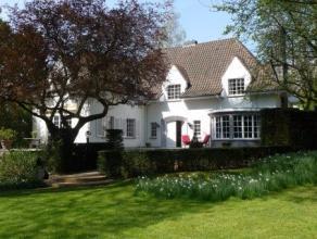 UCCLE ECOLE EUROPEENNE : Chaussée de la Hulpe Face à la Forêt de Soignes, Splendide Villa avec terrain de 30ares arboré La