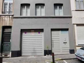 """Sur Schaerbeek mais proche du centre de Bruxelles: Dans le """"red light district """" à proximité de la gare du Nord, Une remarquable maison/"""