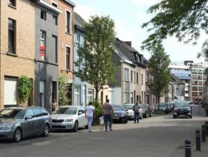 Te renoveren woning op centrale ligging vlakbij station Gent-Dampoort. De woning beschikt over heel wat troeven, zoals een parkje voor de deur, perfec