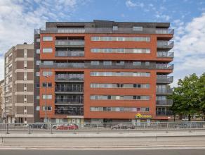 Prachtig instapklaar appartement op een sublieme ligging, met alle voorname verbindingswegen vlakbij (E17, E40, R40 én N9). Eveneens op een boo