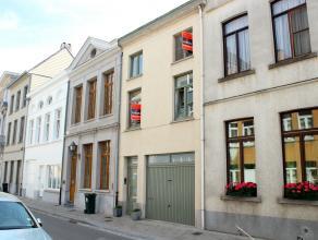 Aanrader!! Instapklare en centraal gelegen woning in Oudenaarde! In de nabijheid van scholen, winkels, N60 en de markt van Oudenaarde! Indeling van de