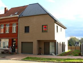 Instapklare nieuwbouwwoning met tuin in Ronse! Deze woning is gelegen in een zeer rustige omgeving en toch in de nabijheid van scholen, ziekenhuis en