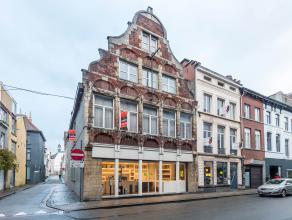 Aanrader!!!! Zeer mooi en ruim handelspand met grote gerieflijke woonst op toplocatie in de Gentse historische binnenstad! Op drie minuutjes stappen v