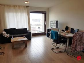 Op de tweede verdieping verhuren wij een gezellig 1 slaapkamer appartement met volgende indeling: woonkamer, ingerichte keuken, ruime ruimte in de hal