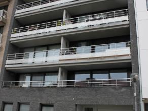 Dit Zuid gericht appartement is gelegen in de Brusselstraat, dichtbij zee en strand.Indeling: inkomhal, ruime woonkamer, ingerichte keuken, bergruimte