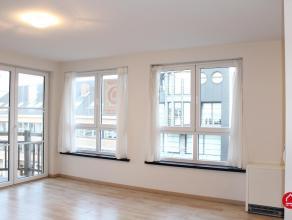 """Dit instapklaar 2-slaapkamer appartement is gelegen op de 3de verdieping van de residentie """"Sören Larsen"""" op de hoek van de Tijdokstraat en de We"""