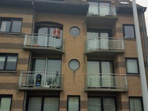 Ruim appartement vlakbij het openbaar vervoer en het centrum van Zeebrugge. Indeling: Inkomhall, gastentoilet, ruime berging, ruime woonkamer, ingeric