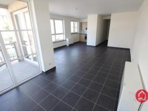 """Dit bijzonder goed onderhouden en zeer aangenaam appartement met 2 slaapkamers is gelegen op het 1ste verdiep van de residentie """"Sören Larsen"""" op"""