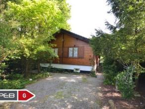 Dans le Domaine du Bois de Roly, un chalet composé d'un living, d'une vaste véranda, cuisine, salle de bains, 2 chambres, terrasse, jard