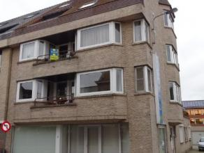Appartement met 2 slaapkamer, garage en parkeermogelijkheid Zeer ruim appartement gelegen op de 2e verdieping, bestaat uit ruime inkomhal, gastentoile