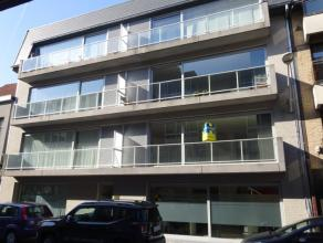 Recent en ruim appartement met 2 slaapkamers Appartement gelegen op de eerste verdieping bestaande uit inkomhal, ruime en lichtrijke leefruimte met ba