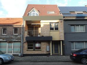 Appartementencomplex bestaande uit 2 ruime appartementen in het geheel aangeboden pal in het centrum van Peer.<br /> Deze residentie bestaat uit 2 vol